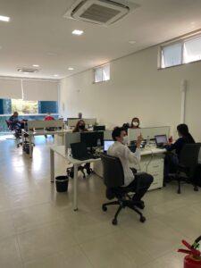 Equipe Spin trabalhando no centro de operações da BW.